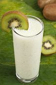 refreshing kiwi smoothie milk shake
