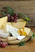 cheeseboard (Maasdam, Roquefort, Camembert) and grapes for dessert