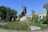 pic of hetman  - Monument to Hetman Petr Sagaydachnyy on Kontraktova square in Kiev Ukraine - JPG