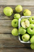 Juicy green apples, close-up