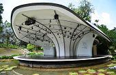 Unidentified People Picnic The Singapore Botanic Gardens In Singapore