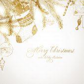 Navidad hand drawn árbol de la piel para el diseño de la Navidad. Con bolas, juguetes y cono de abeto.