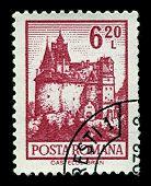 Rumania-CIRCA 1972:A sello impreso en Rumania muestra imagen de Castillo de Bran, situado cerca de salvado y en