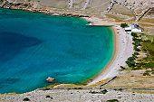 Vela Luka praia linda limpa, Krk, Croácia