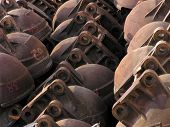 picture of por  - rusted naval pieces por boats made of heavy metal - JPG