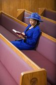 Senior african american Woman in der Kirche