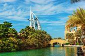Vista del Hotel Burj Al Arab de Souk Madinat Jumeirah