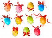 Huevos de Pascua decorativos.Tarjetas de Pascua con lazo rojo y cintas. Vector