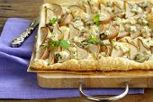 Puff pastry tart with blue cheese