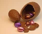 picture of easter-eggs  - Easter Eggs large broken egg with small foil eggs inside it - JPG