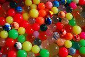 Bolas de goma del arco iris
