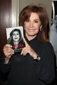 LOS ANGELES - APR 12:  Stefanie Powers at the Hollywood Show April 2014 at Westin LAX Hotel  on Apri