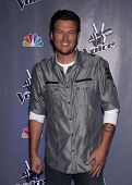 LOS ANGELES - OCT 28:  BLAKE SHELTON arrives to the