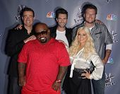 LOS ANGELES - OCT 28:  CARSON DALY, CEE-LO GREEN, ADAM LEVINE, Christina Aguilera & BLA arrives to t