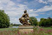 Estátua de Centauro fêmea e macho humano. Lyon, França.