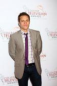 LOS ANGELES - 25 de abril: Seamus Dever chega em 2013 College Television Awards no JW Marriott