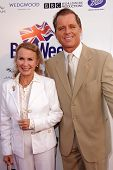 LOS ANGELES - APR 23:  Juliet Mills, Max Caufield arrives at the 7th Annual BritWeek Festival