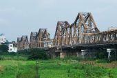El puente de largo Bien en Hanoi