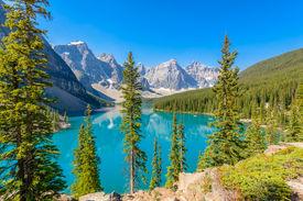 foto of lp  - Majestic mountain lake in Canada - JPG