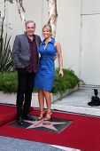 LOS ANGELES - AUG 10:  Neil Diamond, Wife Katie McNeil at a ceremony bestowing a Star on the Hollywo