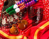 Espana típica de España con castañuelas fan Rosa torero y peine de flamenco