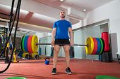 CrossFit fitness gym zware gewicht tillen bar door sterke man training