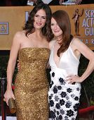 LOS ANGELES - JAN 27:  Jennifer Garner & Julianne Moore arrives to the SAG Awards 2013  on January 2