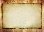 velho mapa de papel com fundo de madeira