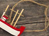 Постер, плакат: маленькие деревянные лодки с пространством для текста