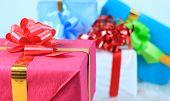 Постер, плакат: Рождественские coloful подарочные коробки с рождественские украшения