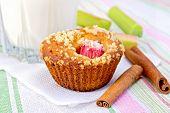 Постер, плакат: Cupcake with rhubarb and milk on linen napkin