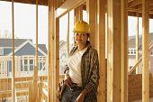 Trabajador de la construcción femenina en construcción