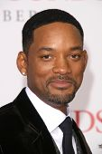 Will Smith at the Los Angeles Premiere of 'Seven Pounds'. Mann Village Theatre, Westwood, CA. 12-16-