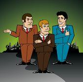 tres hombres de negocios en la gran ciudad discutiendo un problema