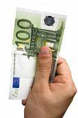 Постер, плакат: Мужская рука Билла 100 евро изолированные на белом