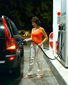 The woman on autorefuelling