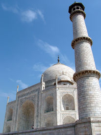 pic of mumtaj  - the taj mahal was built at agra - JPG