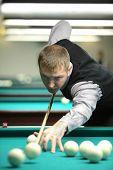 Moskau-JAN 21: Unidentified Teilnehmer der Moskau Meisterschaft Billard beteiligt sich an ausgetragen