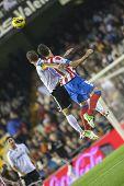 VALENCIA - el 3 de noviembre: Soldado izquierda & Raul Garcia durante el partido de Copa de España entre el Valencia CF y A