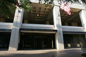 WASHINGTON, DC - el 29 de julio: Una vista exterior del edificio J. Edgar Hoover, cuartel general del FBI, es sho