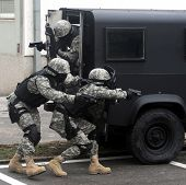 pic of anti-terrorism  - Special force soldiers in anti terrorism action - JPG