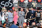 NEW YORK-JUL 22: (L-R) Michael Clifford, Ashton Irwin, Al Roker, Savannah Guthrie, Matt Lauer, Luke