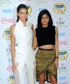 LOS ANGELES - AUG 10:  Kendall Jenner & Kylie Jenner arrives to the Teen Choice Awards 2014  on August 10, 2014 in Los Angeles, CA.