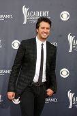 LAS VEGAS - APR 3:  Luke Bryan arrives at the Academy of Country Music Awards 2011 at MGM Grand Garden Arena on April 3, 2010 in Las Vegas, NV.