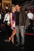 Los Angeles 7. Mai: Chelsea Kane Staub, Stephen Colletti angekommen