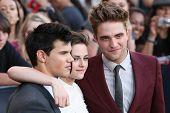 LOS ANGELES, CA. - JUNE 24: Taylor Lautner (L) Kristen Stewart (M) & Robert Pattinson (R) attend The