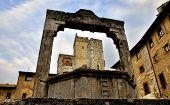 The well on Piazza della Cisterna in San Gimignano, Italy