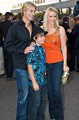TEMPE, AZ - APRIL 27: Baywatch Star erscheint Gena Lee Nolan mit ihrem Ehemann, NHL-Eishockey-Spieler Cale