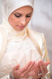 picture of muslim  - Young muslim woman in white praying - JPG