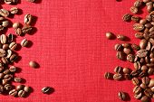 pic of sackcloth  - Frame of coffee beans on color sackcloth background - JPG
